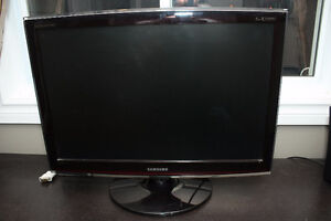 computer monitor kijiji free classifieds in ottawa find a job buy a car find a house or. Black Bedroom Furniture Sets. Home Design Ideas