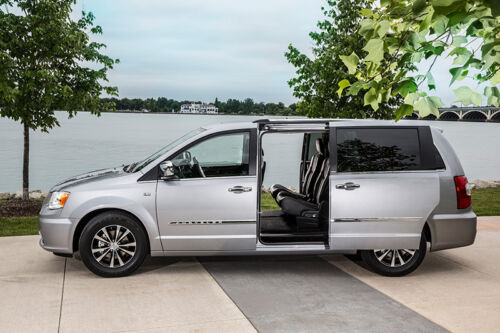 Chrysler Announces Plug-in Hybrid Minivan