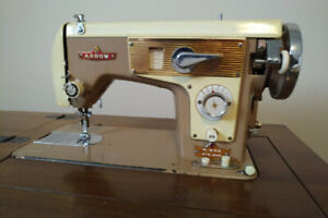 RETRO ARROW SEWING MACHINE IN EXCELLENT CONDITION.