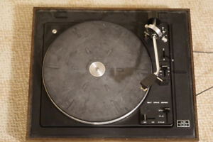 Lab 100 Turntable (record player)