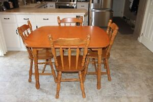 solid maple dining set 2 leaves and 8 chairs  lovely condition