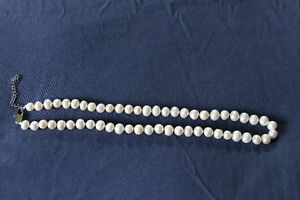 "Ladies 16"" single strand pearl necklace 16"""