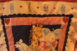 Adorable 7 piece Crib Bedding Set in Perfect Condition!
