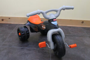 Tricycle Fisher Price style moto Harley-Davidson : 40$