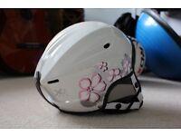 Size M kids/children's skiing helmet with goggles