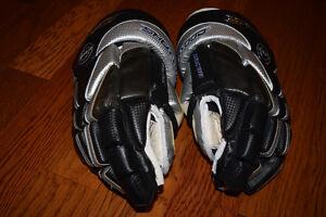 Sherwood RM88 Hockey Gloves (14'') Windsor Region Ontario image 1