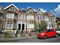 2 bedroom flat in Aberdeen Road, Cotham, Bristol, BS6 6HX