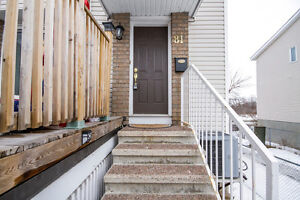 Beautiful Modern End Unit Town Home - CENTREPOINTE