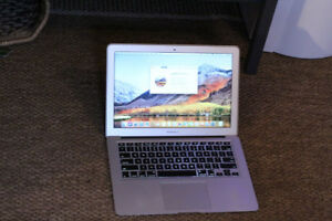 MacBook Air 13' Late 2010 – 128 GB SSD – Great Software