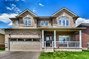 Luxurious Newer Detached Home, 4 Bedrooms, Lyons Creek Area!