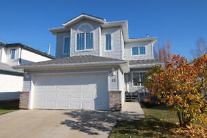 Gracious Family Home on Quiet Crescent in Oakmont