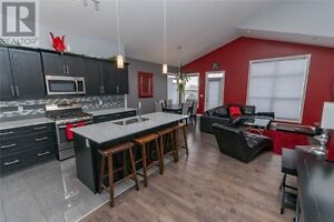 Furnished Luxury Home in Lacombe- Month to Month Rental