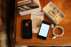 IPHONE 4S 8GB FACTORY UNLOCKED 10/10 PLUS OTTER BOX & EXTRAS