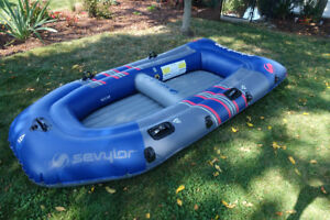 Inflatable-Colossus 400 Boat