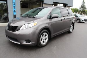 Toyota Sienna LE 8 PASS 2017