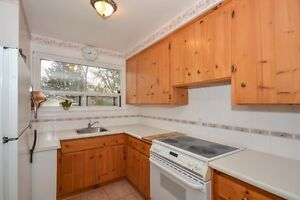 Solid brick bungalow in sought after Georgetown Oakville / Halton Region Toronto (GTA) image 3