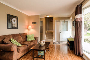 GREAT LASALLE HOME LOCATED ON A LARGE LOT ACROSS FROM A PARK~ Windsor Region Ontario image 2
