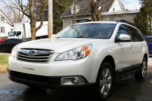 Subaru Outback blanc 4 roues motrices 2012