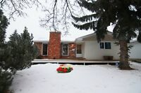 Cozy Bungalow in Forest Lawn- 32 Fenwick Crescent