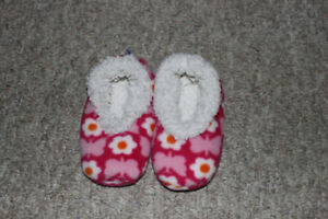 Toddler girls size 9-11 slippers