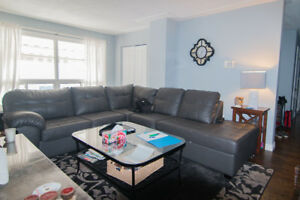 BEAUTIFUL 3 BEDROOM APARTMENT WITH PARKING & LAUNDRY!