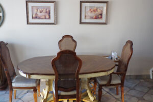 Beautiful dining table / 6 chairs / china cabinet @ hutch