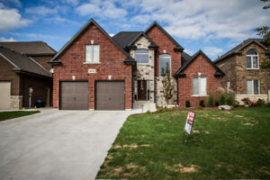 HOUSE FOR SALE IN LAKESHORE!!