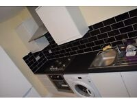 1 bedroom rooms - (hmo) in Harcourt Avenue, London, E12