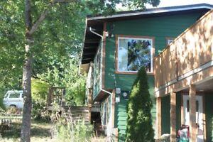 Upper Floor / 2 bedroom + den. Great location!