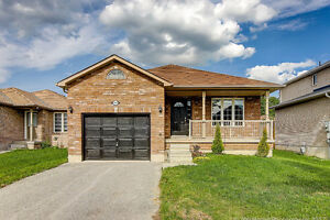 Beautiful Bungalow on Quiet Court - Newly Renovated!!!