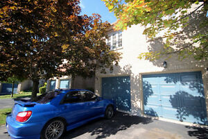 Luxury Townhouse For Rent in Waterdown !