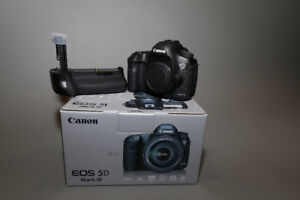Canon EOS 5D Mark III DSLR Camera (Body Only) + grip