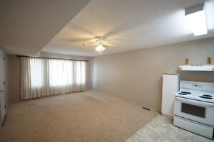 LACOMBE  MAIN FLOOR 2 BDRM APARTMENT FOR RENT