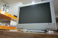 LCD TV SANYO,19''S-VIDEO,COMPONENTS AUDIO/VIDEO.Tel.514-996-9207