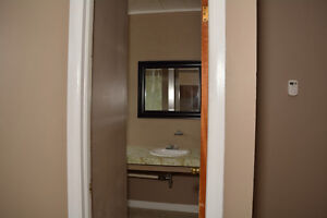 ONE BEDROOM ALL IN $725.00 AVAILABLE DECEMBER 1ST. Cornwall Ontario image 7