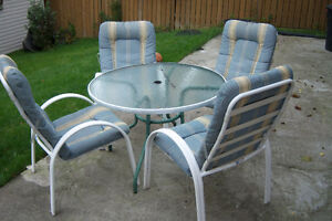Sun Room Round Table with 4 chairs