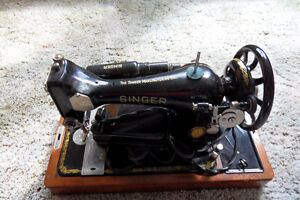 Vintage Portable Singer Sewing Machine