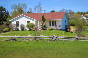 ADORABLE HOBBY FARM WITH 6 ACRES OF LAND!