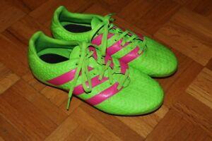Souliers soccer junior Adidas, grandeur 4