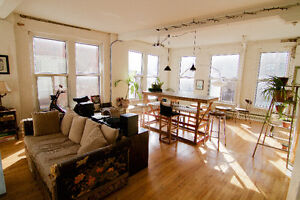 Room for rent / temporary May / Downtown industrial Loft