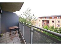 3 bedroom flat in Flat 7 North Road, Islington, N7