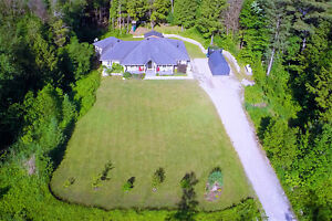 Severn Bridge: Move in Ready, 1 Acre, 35 Min. to Barrie