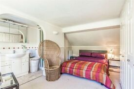 Spacious loft room w/ en-suite