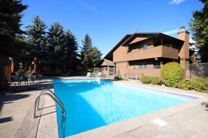3 BED 3.5 BATH TOWNHOUSE with POOL - NOV 1st