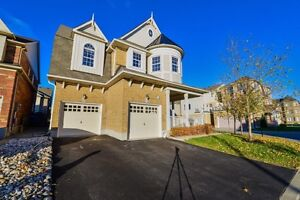 For Lease - Detached House Corner lot 4 Bedrooms -Milton