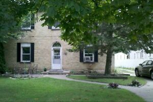 Large Mainfloor 3 Bedroom Apartment Chatham