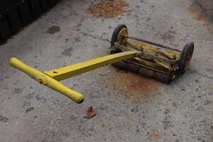 PUSH LAWN MOWER 35-40 YRS OLD - $80 Kingston Kingston Area image 1