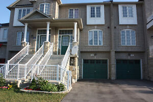 Aurora 3 bedroom townhouse for rent, available early December