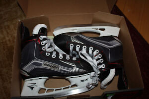 Size Y13.5D  Bauer Vapor x500 Youth Hockey Skates London Ontario image 2