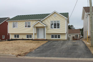 Moncton / 6 Yrs OLD / WALKOUT BASEMENT / LARGE FAMILY ROOM